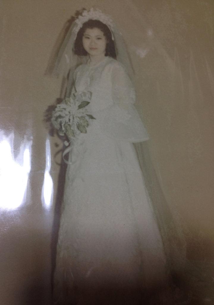 飼い主の母の花嫁姿