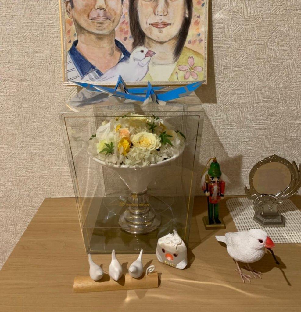 玄関に飾られた僕の元相方ちゃん夫妻のイラスト