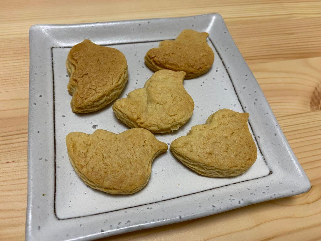 ことりクッキーをお皿に